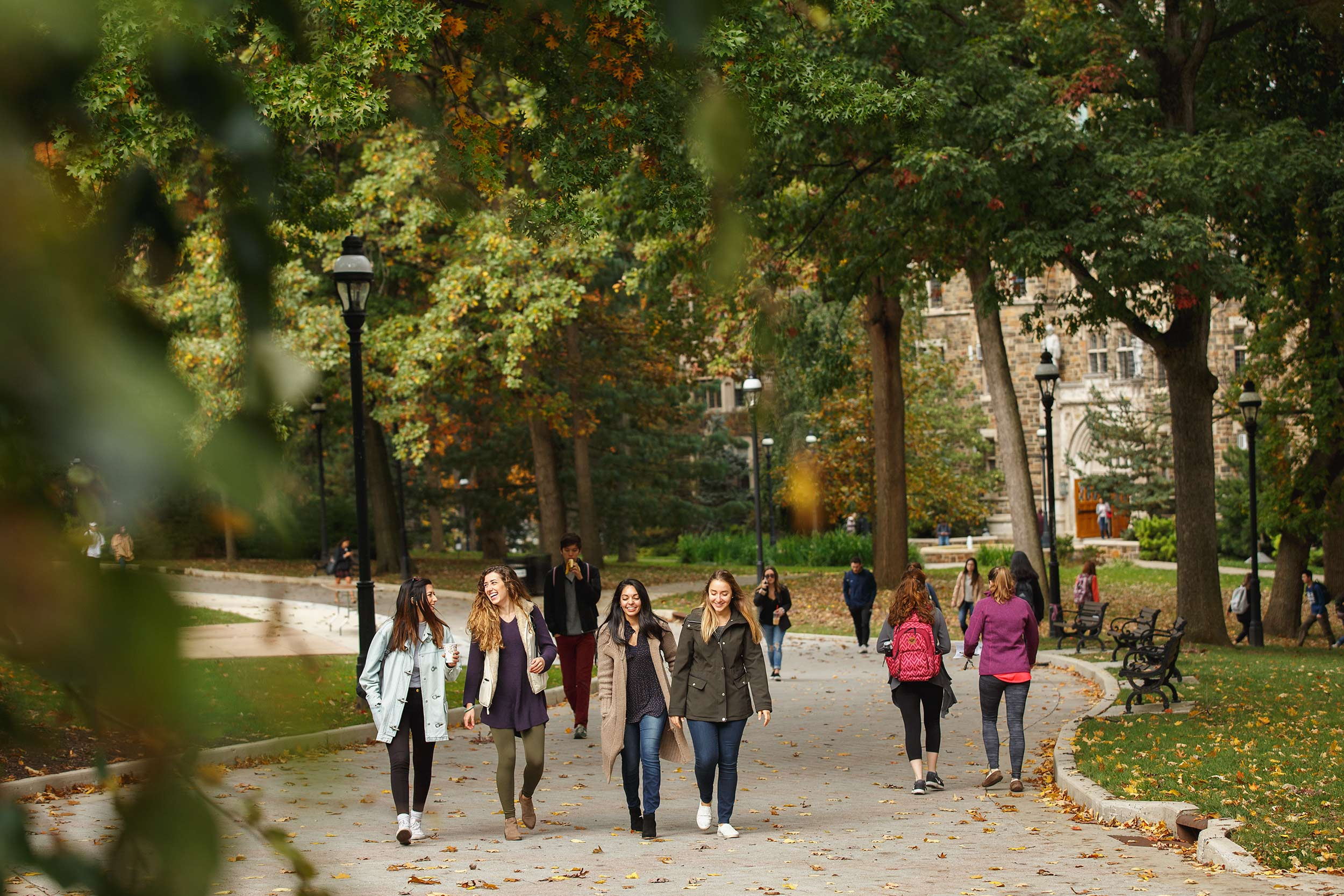 students_walking_education_photographer_higher_ed_by_matt_stanley_0194